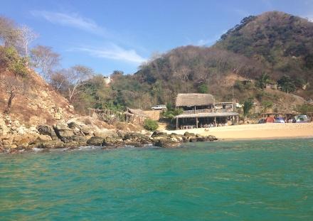 そのビーチにはレストラン(?)があるだけ。トイレは、、、女性にはかなりチャレンジなものだったけど、それでも行く価値あり!ロブスタータコスが最高に美味しかった!!