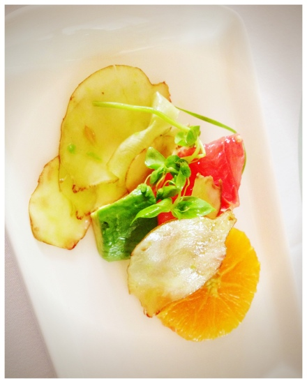 Sunchokeとシトラスのサラダ。sunchokeヲフレッシュで頂いたのは初めてでしたが、極薄にスライスしてあり味もバランスが良かったです