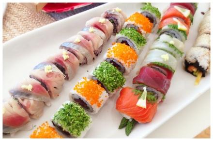 アメリカらしく外巻きのお寿司。ネタは私が考え、夫にまいてもらいました。