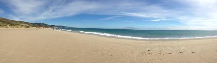 パーキングから45分ほど歩いて出たビーチは、人でも少なく柔らかい白い砂浜でピクニックするには最高でした