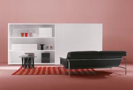 パネルや、引き立ちの取っ手のオプションも細かく設定でき、さらにはこの写真のようにフリースタイルで置く事のできる引き出し達もあります。