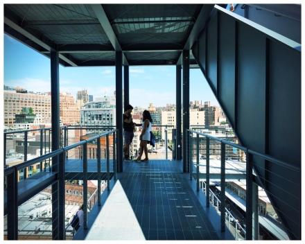 Whitney museumの外回りのデザインは開放感、Visitorsがその空間を楽しめる素敵なものででした